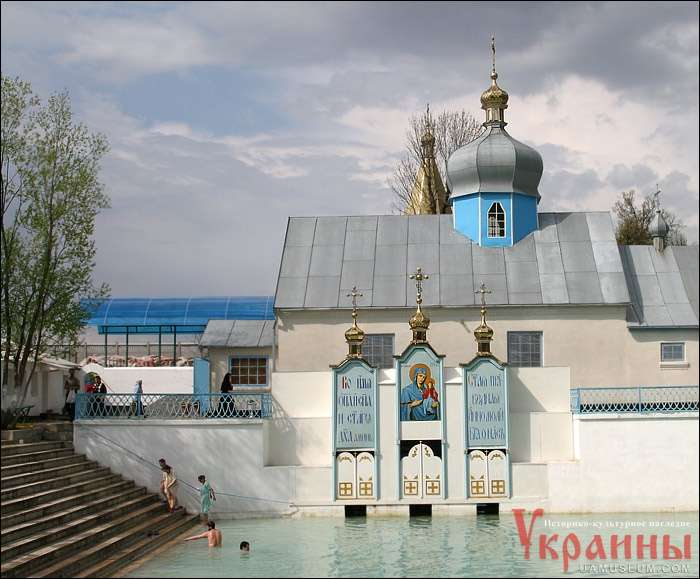 Храм и источник Святой Праведной Анны.